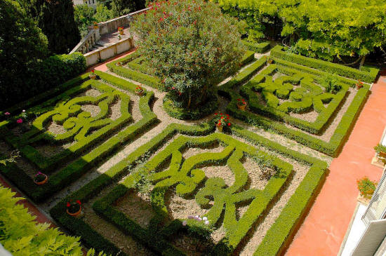 The formal garden at Castello Montegufoni